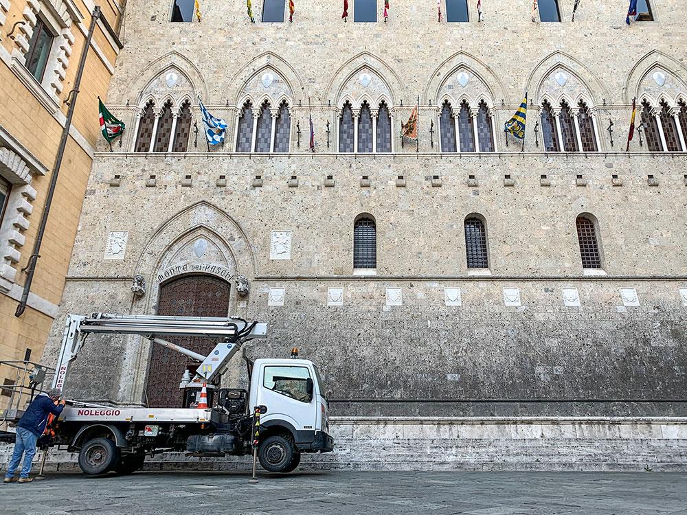 noleggio cestelli con operatore centro storico siena